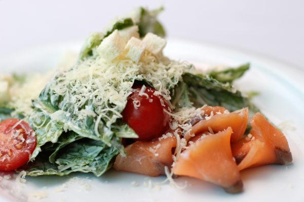 salat-cezar-s-lososem