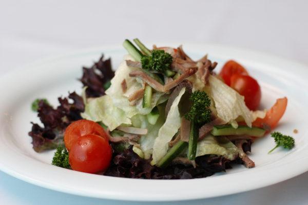 salat-korrida-s-yazykom-i-ovoshhami