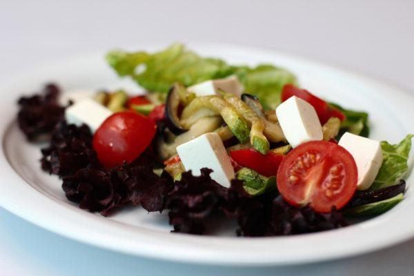 salat-mumbay-iz-zharenykh-ovoshheypomido